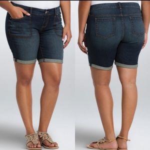 Torrid Skinny Mid Shorts Square Pocket Size 26